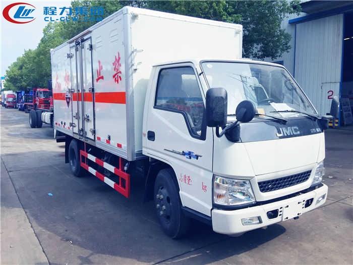 江铃腐蚀性物品厢式运输车(4.2米)