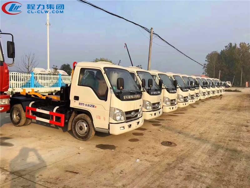 批量出厂福田小卡之星2车厢可卸式垃圾车,勾臂式垃圾车,拉臂式垃圾车