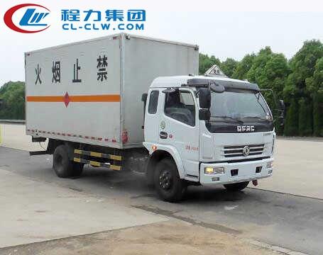 东风多利卡6.2米易燃气体厢式运输车