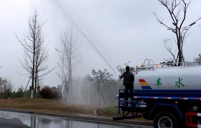 【洒水车厂家】洒水车水泵压力小和水泵漏水时怎么办?