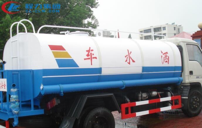 【洒水车厂家】洒水车在吸水操作时需要注意的问题有哪些?