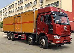 解放J6前四后八9.3米易燃固体厢式运输车(20吨)
