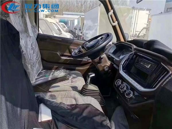江铃4.2米冷藏车驾驶室内部图