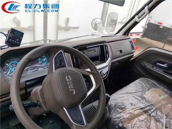 江铃蓝牌冷藏车驾驶室内饰图