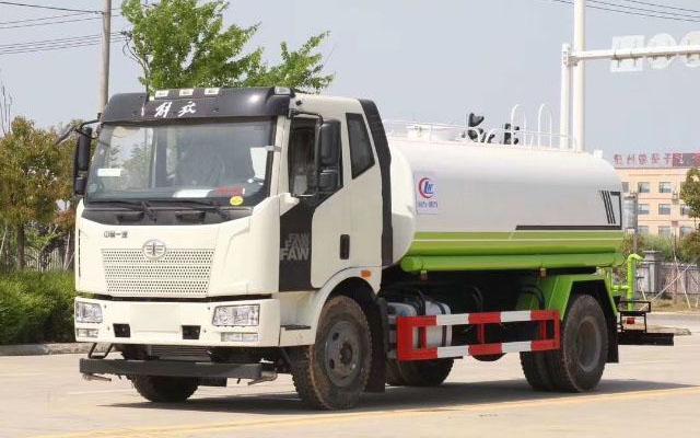 国六解放14吨洒水车