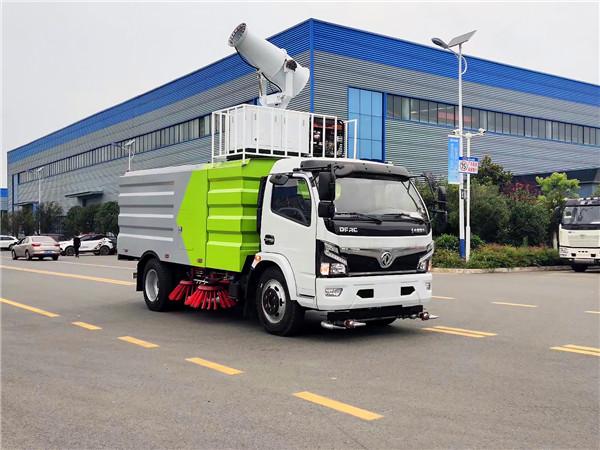 """这个车有点儿""""能""""——集洒水、冲洗路面、抑尘、扫路于一体的多功能扫路车你见过吗?"""
