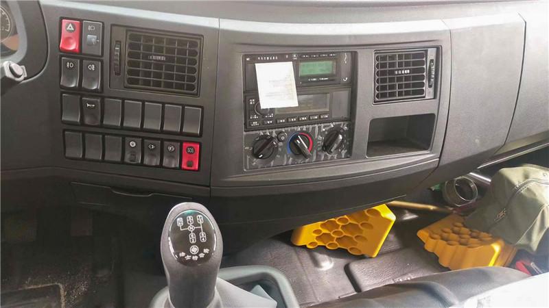 ???????东风14吨洒水车驾驶室内饰