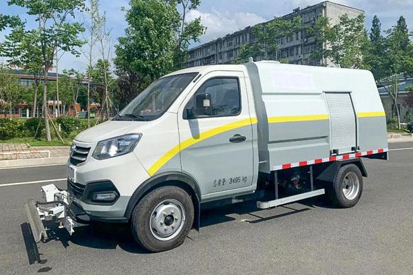 东风小型纯电动路面养护车