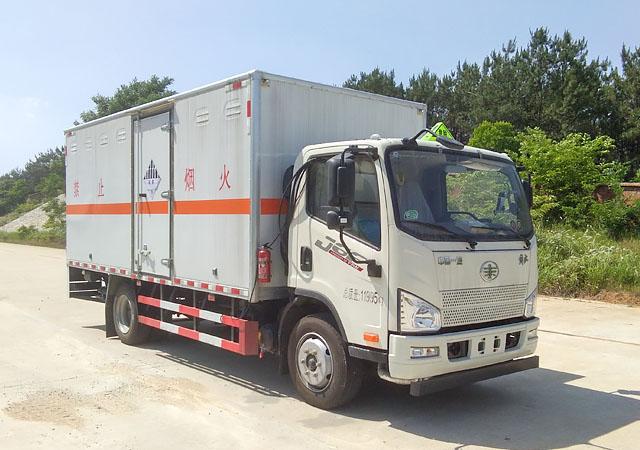 国六解放5.2米杂项危险物品厢式运输车